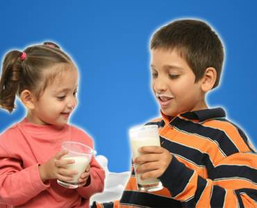 What kind ofmilk should you give your kids?